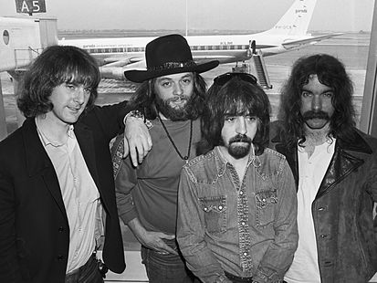 After many personnel changes, the Byrds settled on a four piece line up.